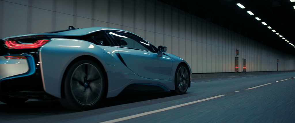 Get away BMW i8 in tunnel